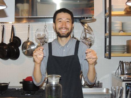 ワインや食事が楽しめる「TO_」オーナーの田口博之さん