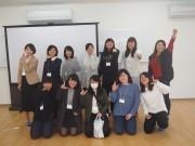 イベント終了後笑顔を見せるラクロスプラスの小野寺さん(後列右)と大学生