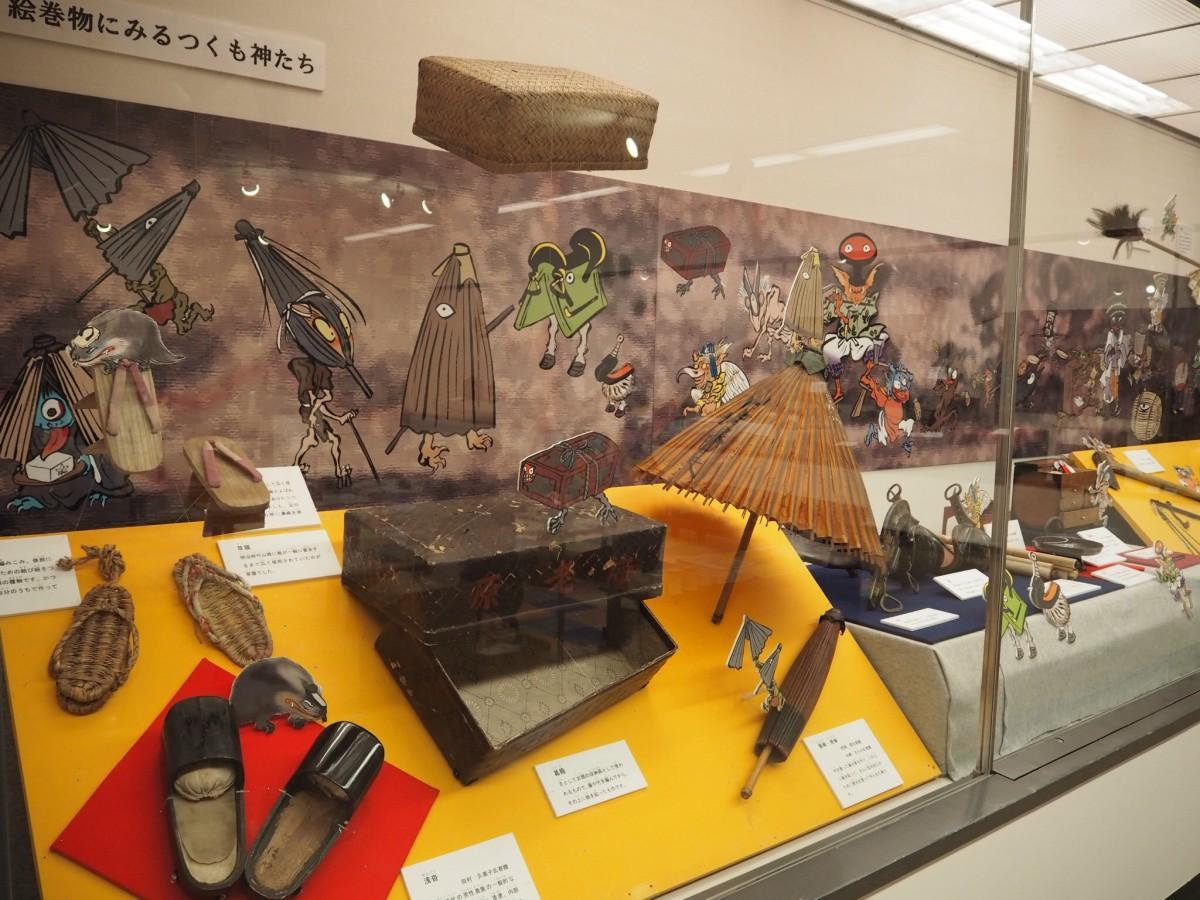 「つくも神」に見立てた道具類(水戸市立博物館)