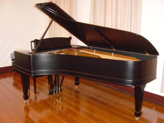 茨城県立歴史館所蔵のスタインウェイグランドピアノ