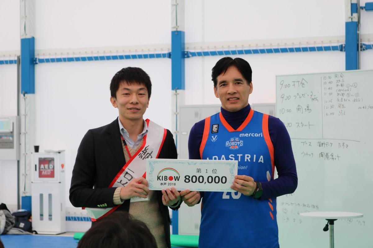 グランプリを受賞した宮下さん(左)とKIBOW代表理事の掘さん(右)