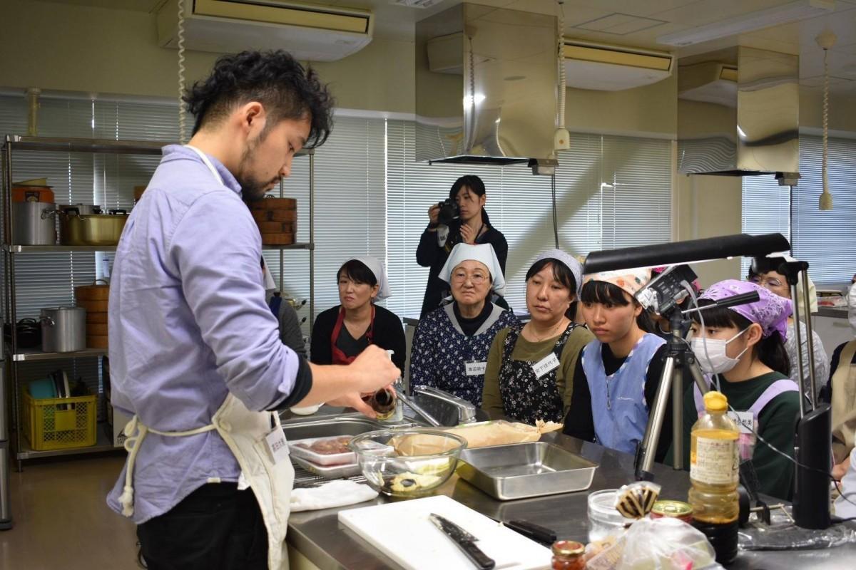 Foodist Link代表でシェフの高田大雅さんのデモンストレーションの様子