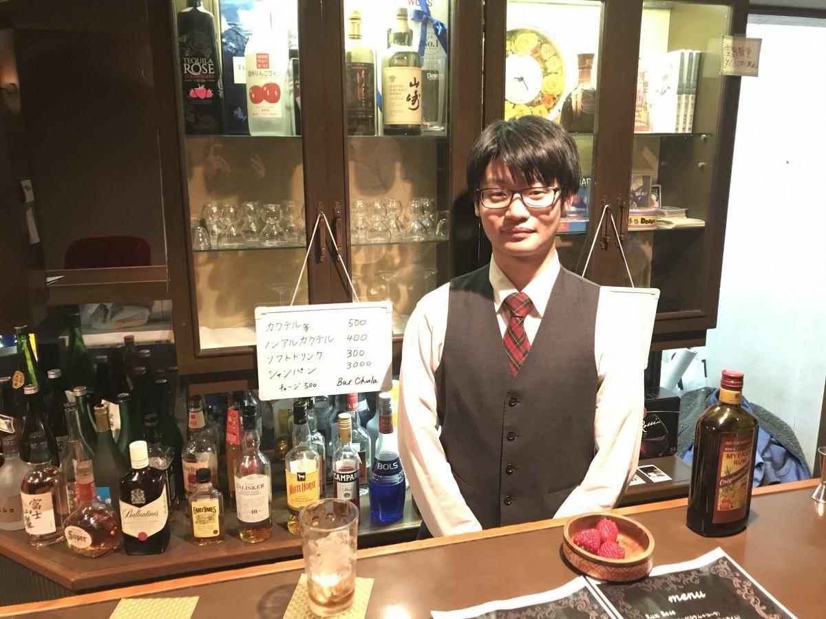 店に立つ小松崎さん