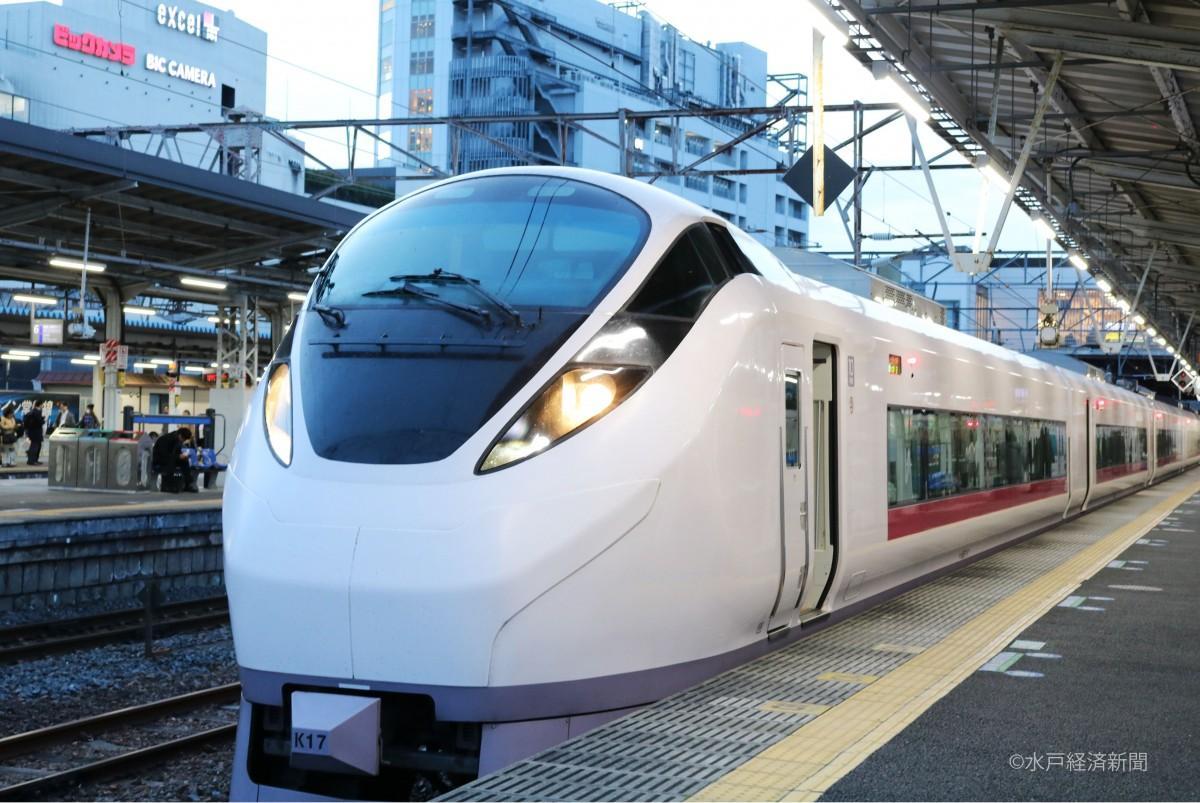 水戸駅に停車するE657