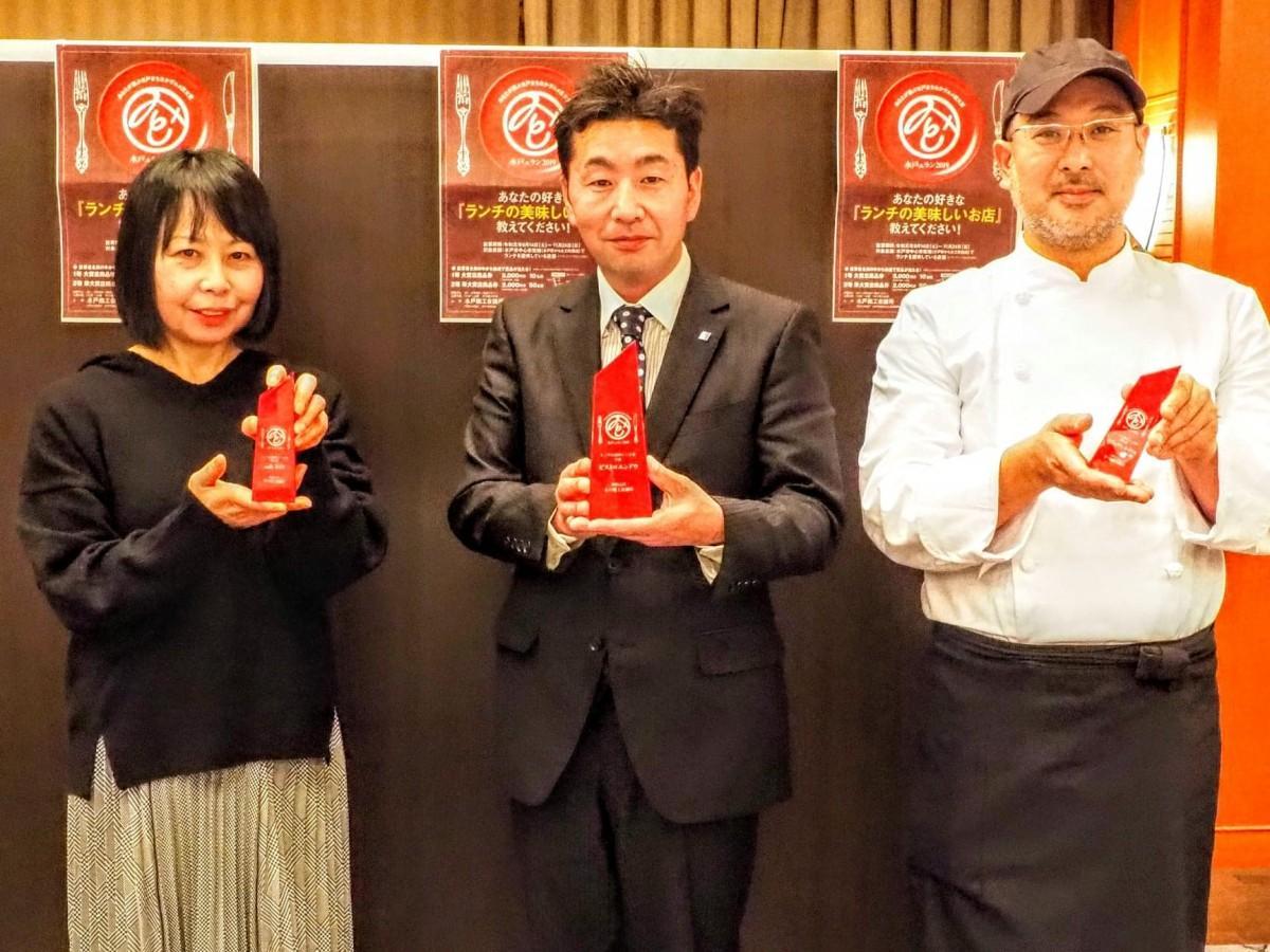 受賞した「ビストロエンドウ」、「カフェ・RIN」、「カフェアルコイリス」の3人