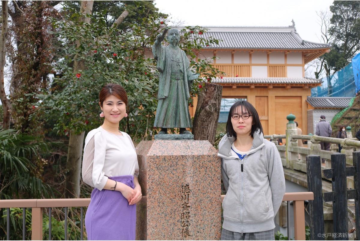 (左から)参加を呼び掛けるガイドの伊王野求美(いおのもとみ)さんとホストの巴翔さん