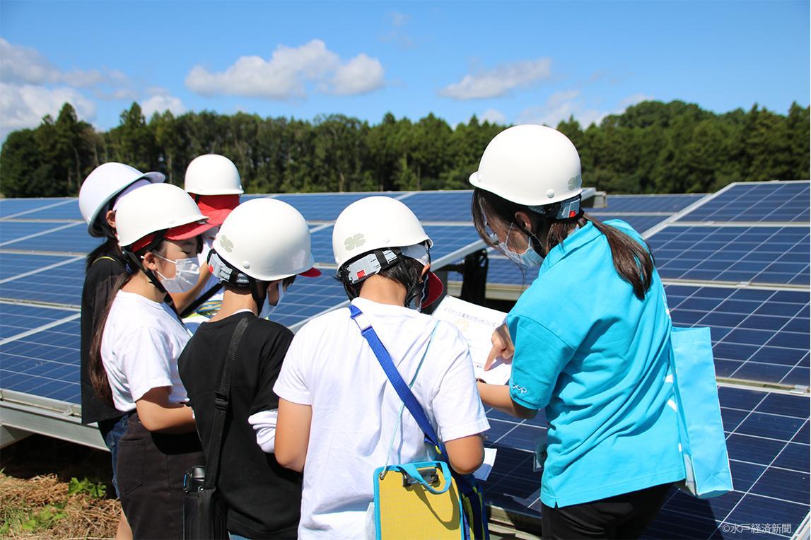 春の木ソーラー発電所見学の様子