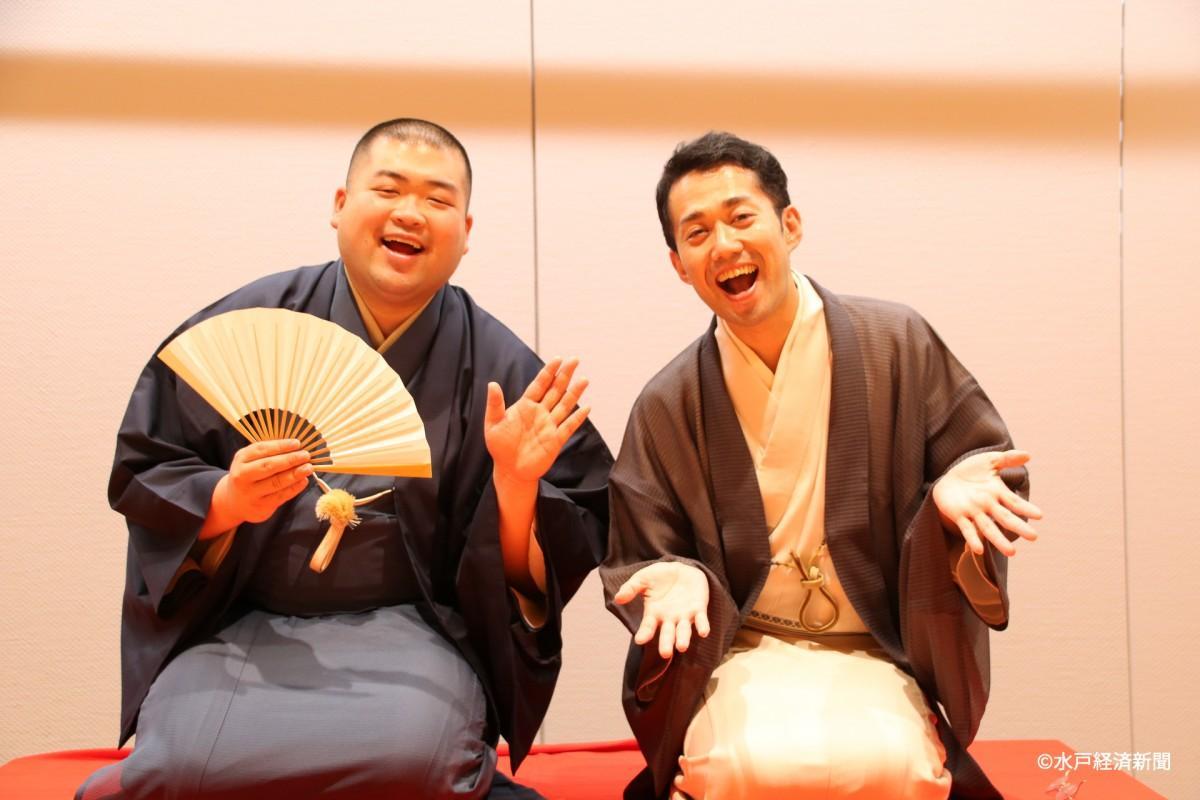 (左から)「いばらく」の林家扇兵衛さんと柳亭市寿さん