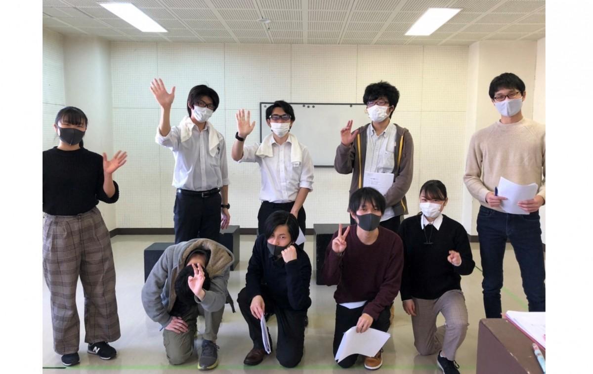 公演に向けて稽古に取り組む茨城大学演劇研究会メンバー