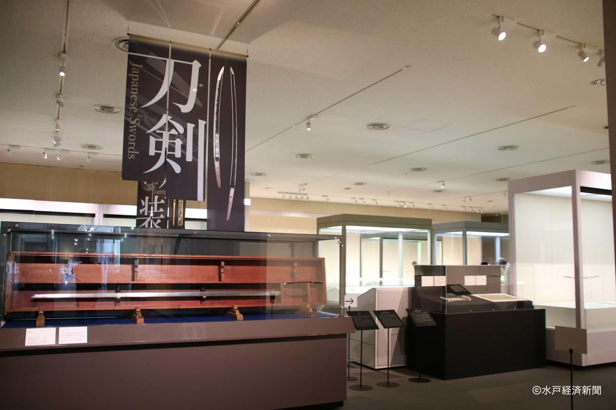 特別展「鋼と色金-茨城の刀剣と刀装-」展示の様子
