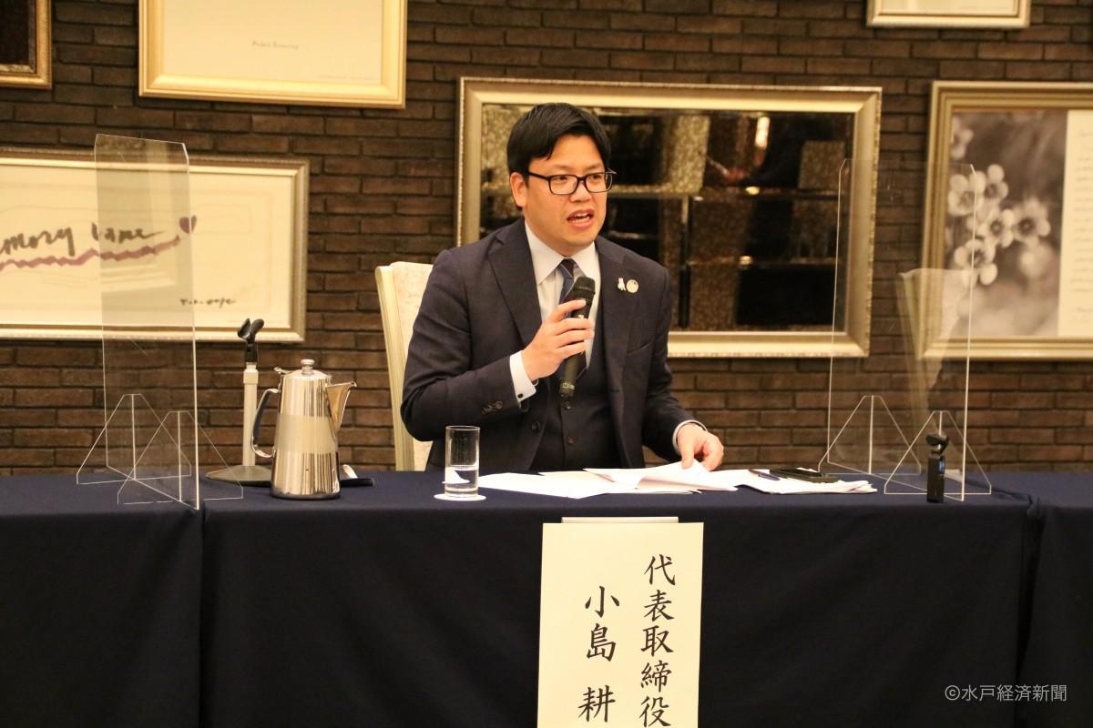 第25回定時株主総会後に記者会見に臨む小島耕社長