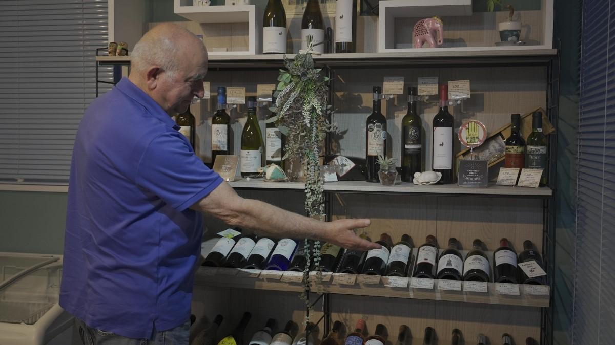 ワインを説明する様子