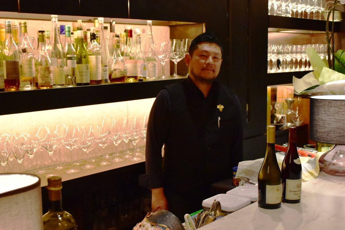 10周年を迎えた宮崎市のワインバー「HaNa」と店主の高橋さん