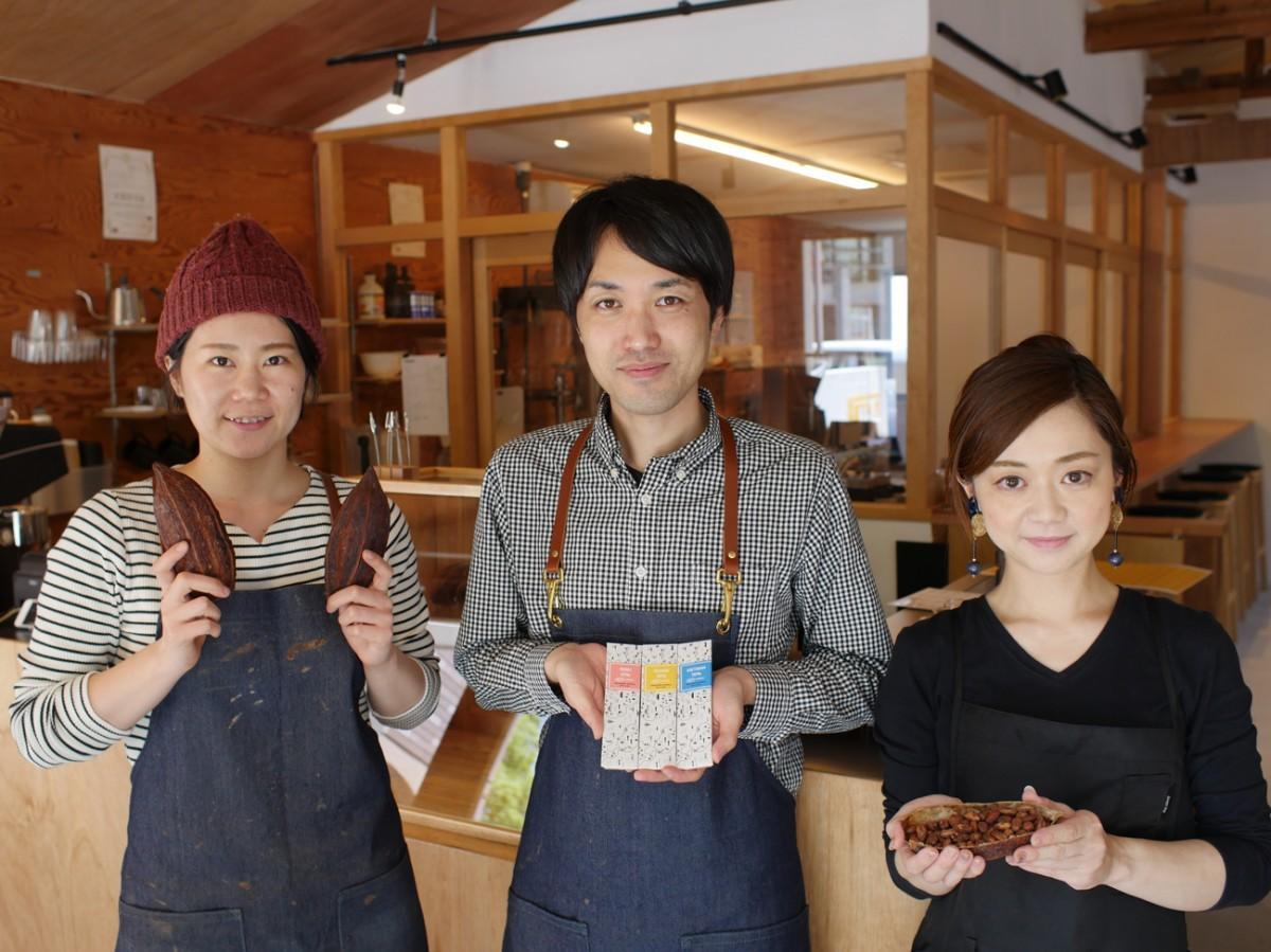 代表の山口直人さん(中)、店長の八重尾桃子さん(左)、スタッフの柏木小夜さん(右)