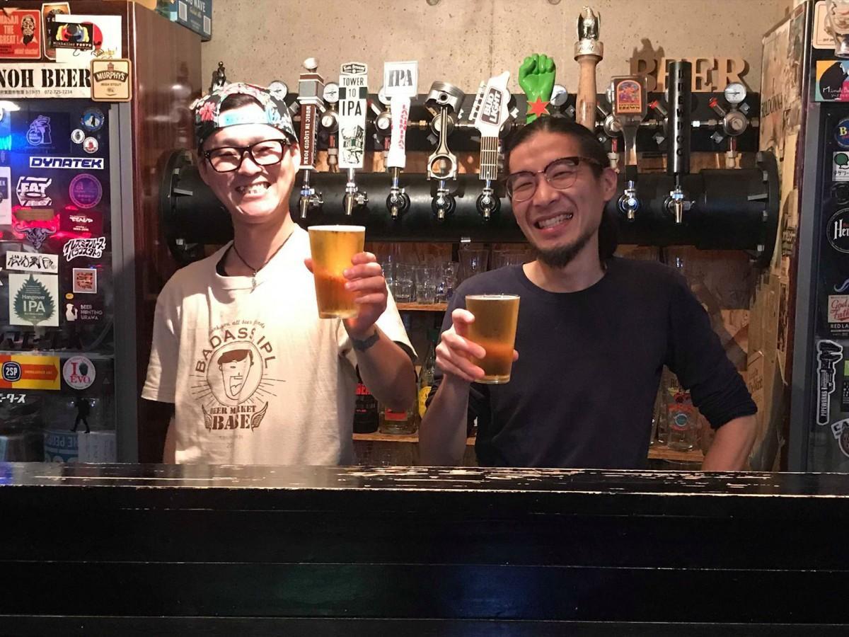 「最高で楽しいビールを作りたい」と話すオーナーの松田さん(左)と醸造長・BASE店主の里さん(右)