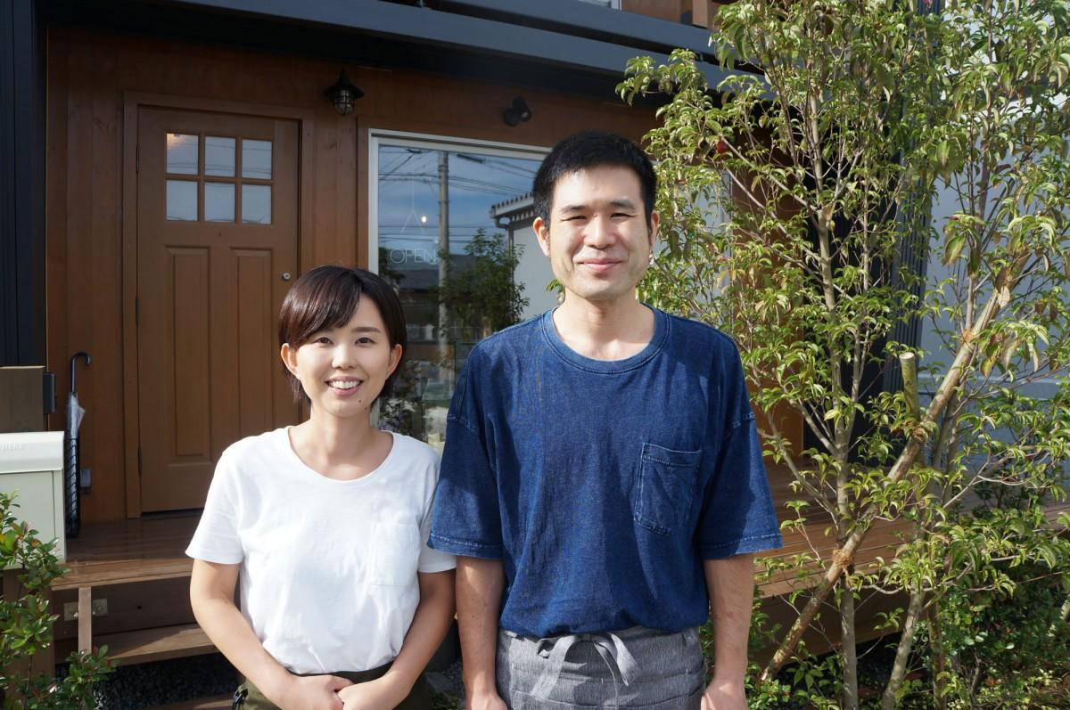 「二人で飲食店を開くのがずっと夢だった」と話す北林靖啓さん・綾子さん夫妻