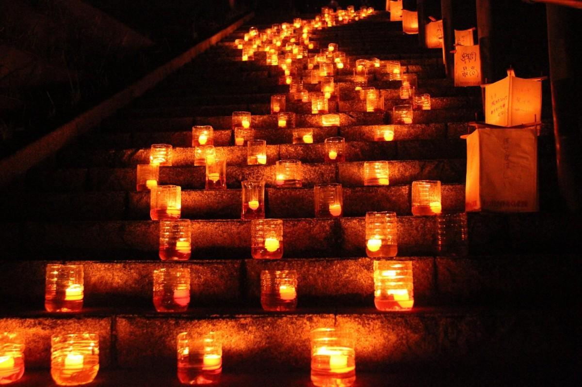 約3000個のキャンドルが灯ると会場は幻想的な雰囲気に包まれる