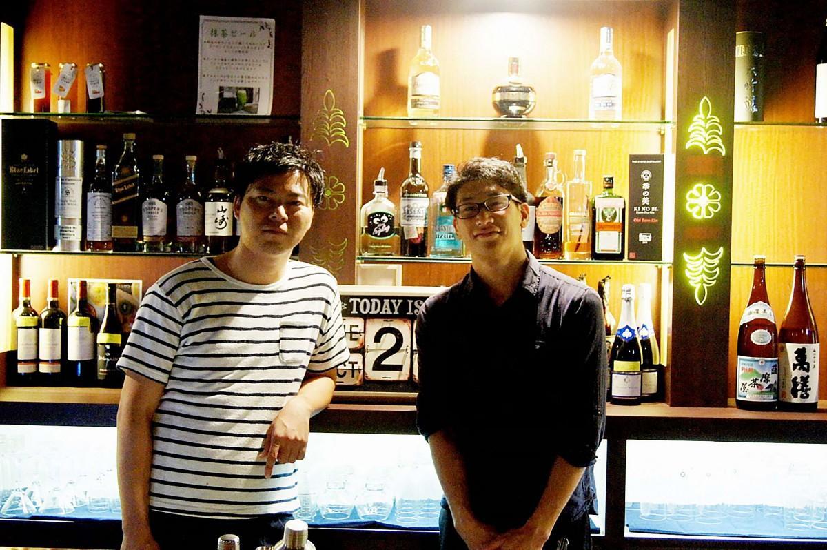 オーナーの村島さん(左)と見習い店長の松下さん