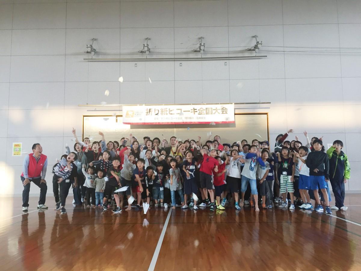 「第2回JAL折り紙ヒコーキ全国大会」宮崎県予選の参加者(写真提供=日本航空宮崎支店)