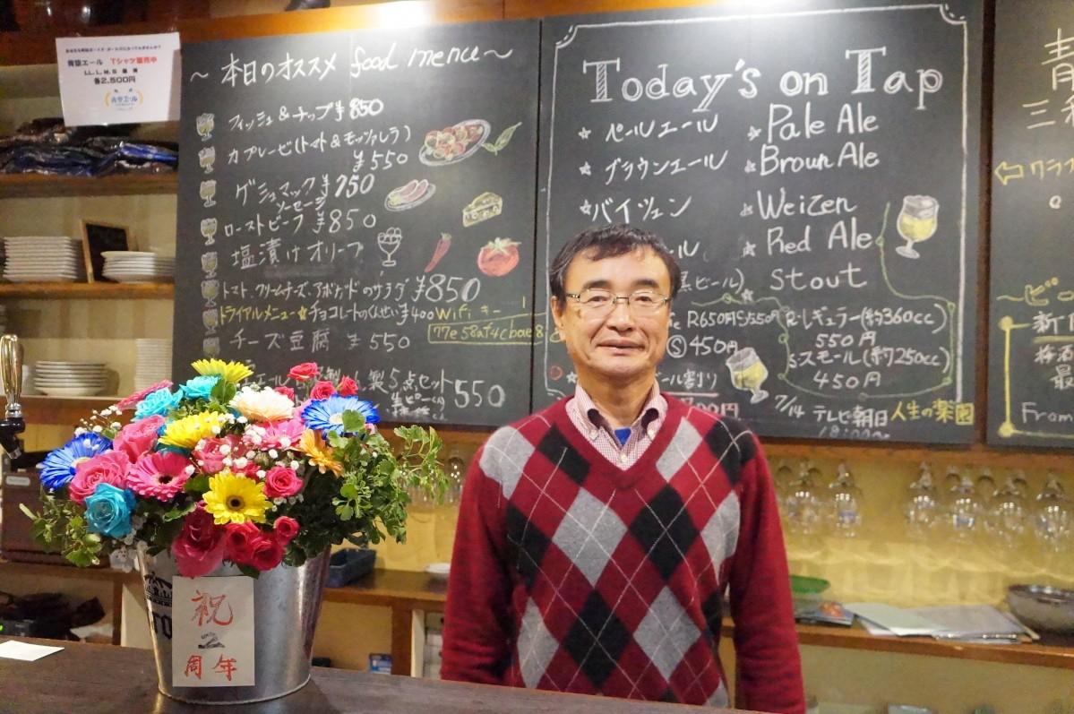 「明るい雰囲気づくりをしたい」と話す店主の前田康生さん