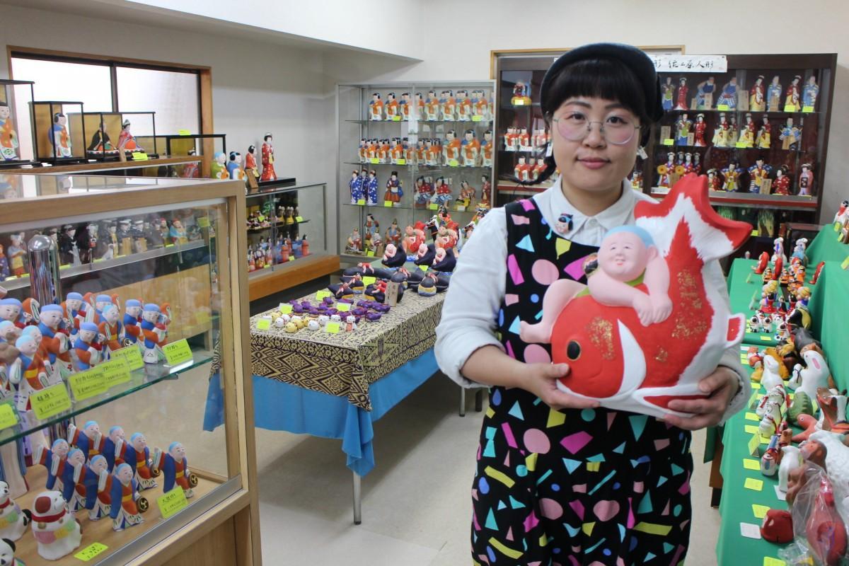 佐土原人形ますやの事業を継承した7代目・下西美和さん