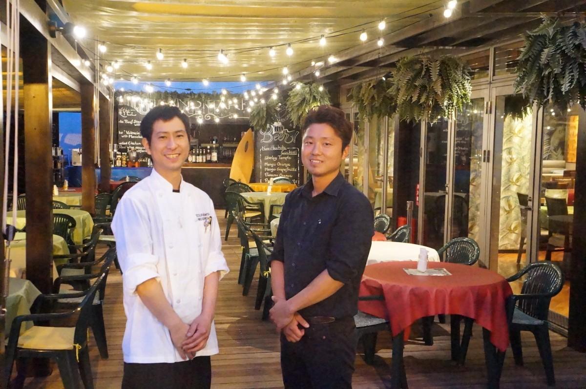店長の横山聖志さん(右)と料理長の内田浩嗣さん(左)