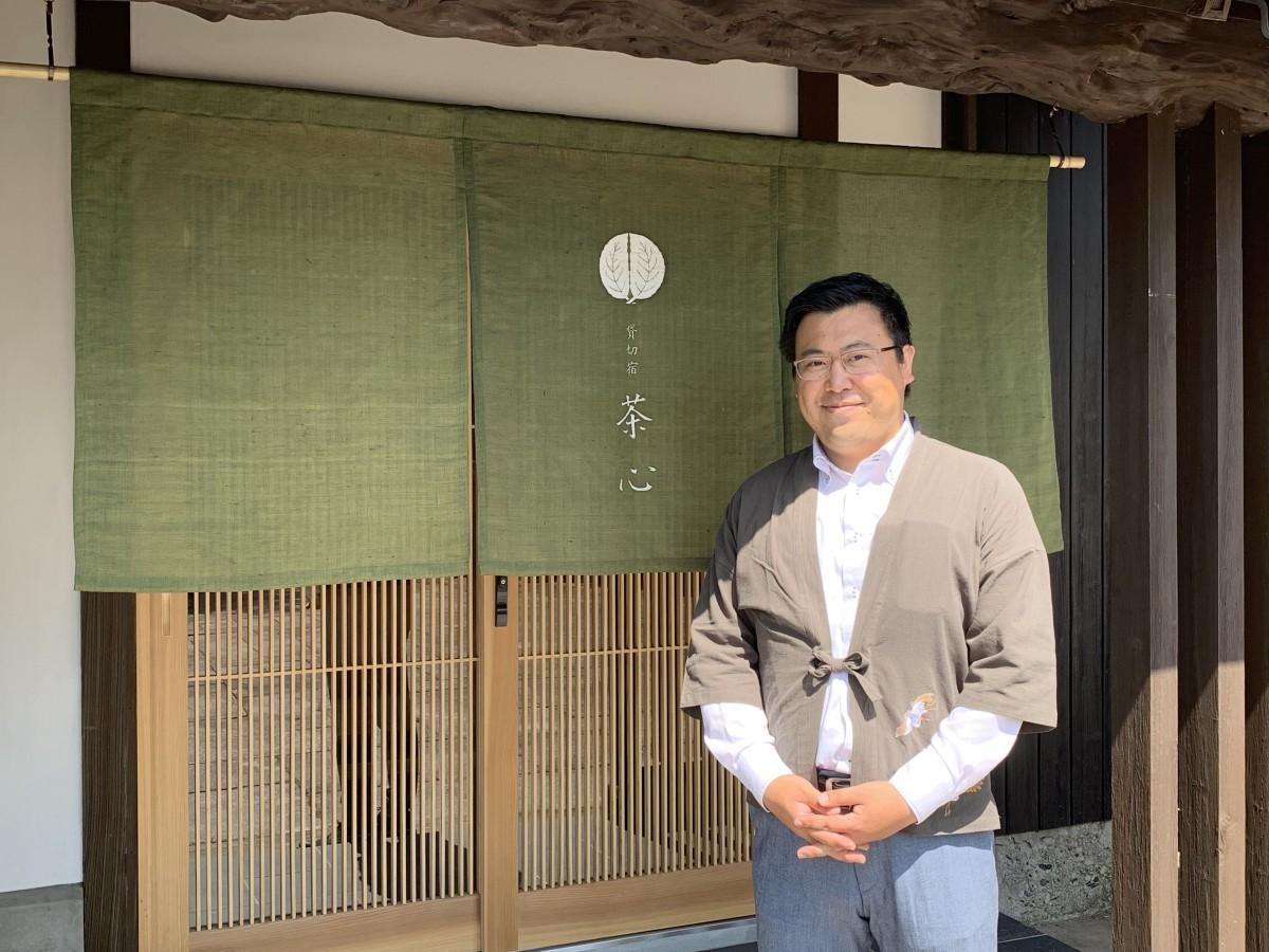 秋田から家族で新富町に移住した支配人の高橋慶彦さん