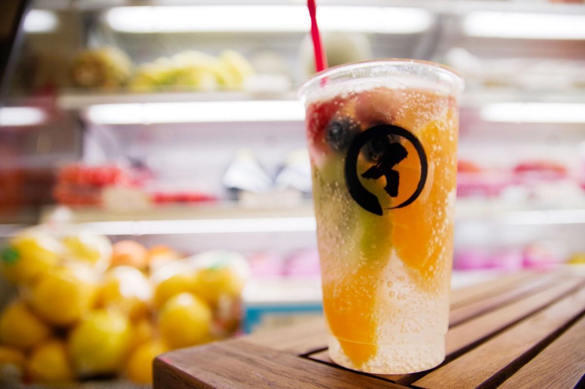 旬の果物を使った「フルーツサイダー」(500円)