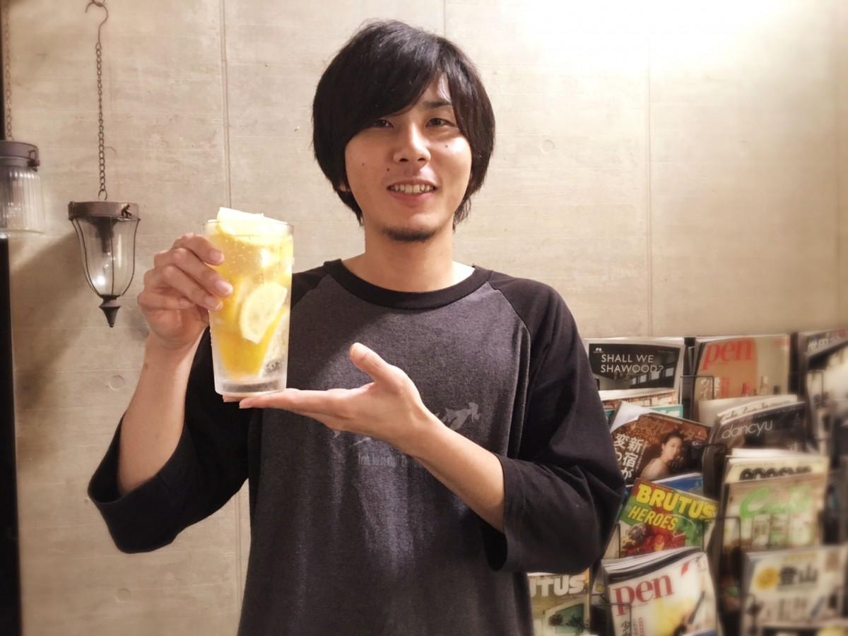「おかわりして日南レモンを一緒に育てて欲しい」と話す店長の山下拓也さん
