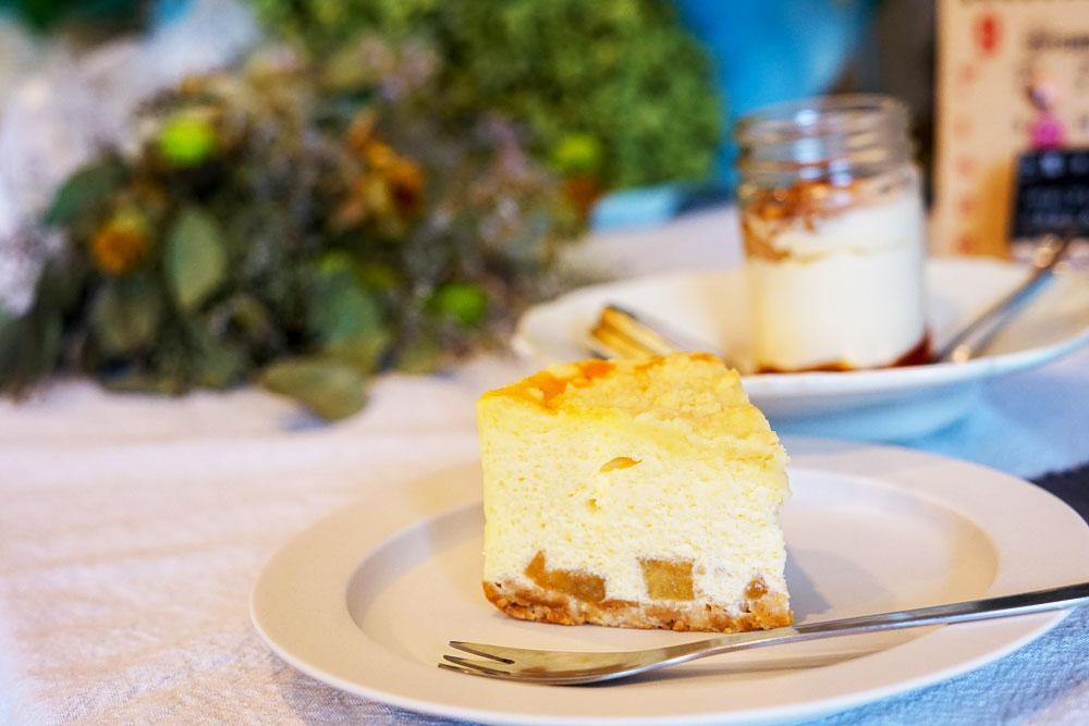 一番人気という北海道産チーズを使った「りんごのキャラメルチーズ」(460円)