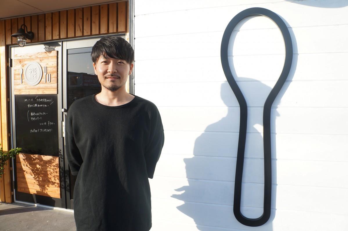「大きなスプーンのマークを目印に来てほしい」と話す店主の原田さん