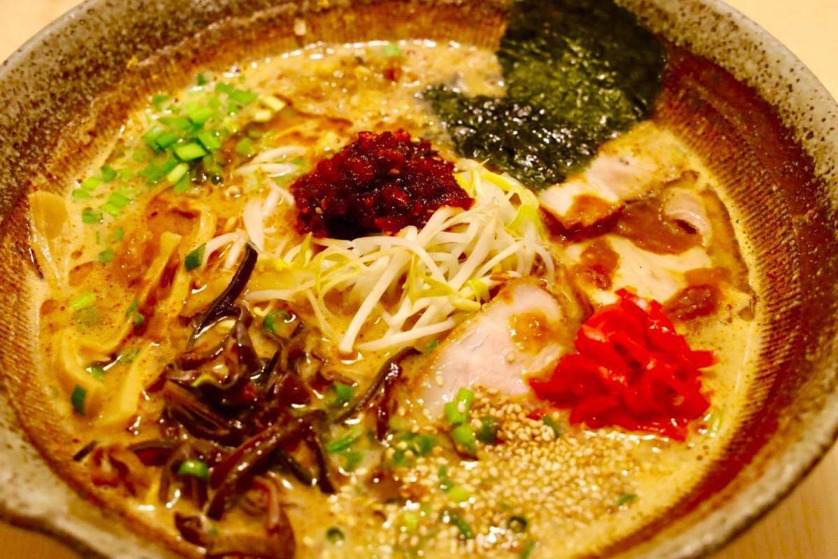 宮崎2代名物、冷汁と辛麺がコラボして誕生した「皇寿麺」