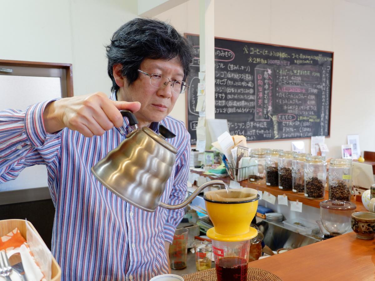 小林市の自家焙煎コーヒー店「喫茶よんなーよんなー」が5月で5周年を迎えた