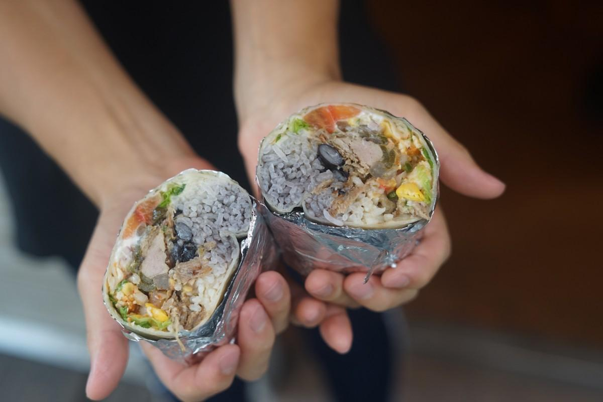 カーニタス(メキシコ風豚肉の煮込み)のブリトー
