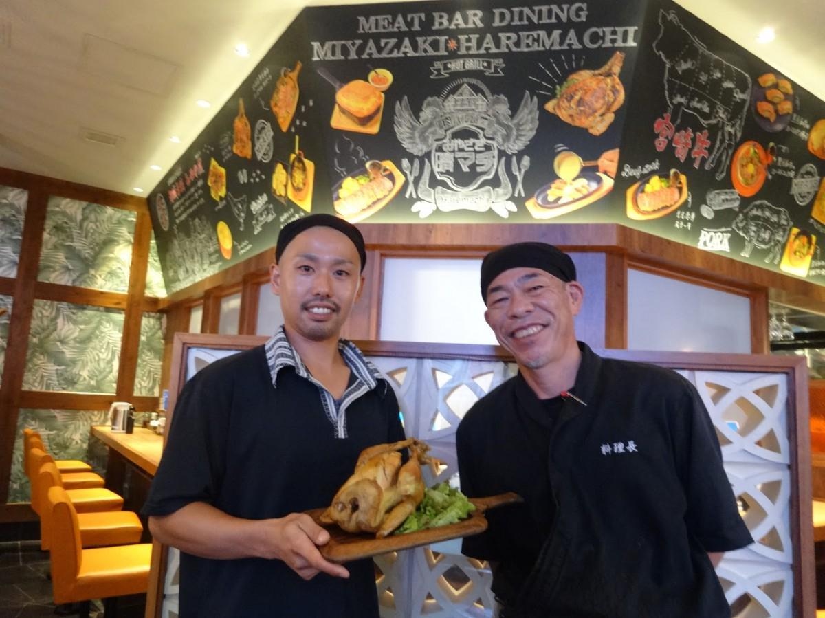 (画像左から)店長の日野翔太さん、支配人の田中和久さん