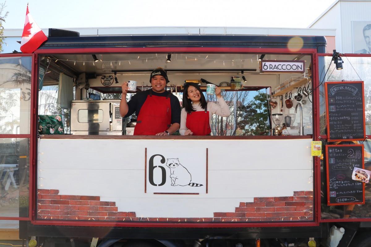 カナダ出身のロッキーさんと東京都出身で世界各国を旅してきた田中琴絵さん