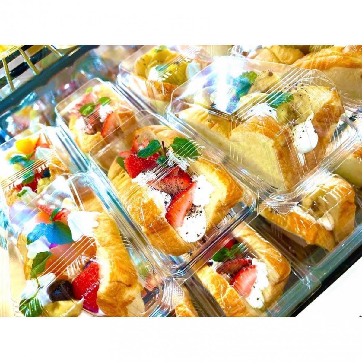 新鮮なフルーツを使った「フルーツサンド」(350円~)