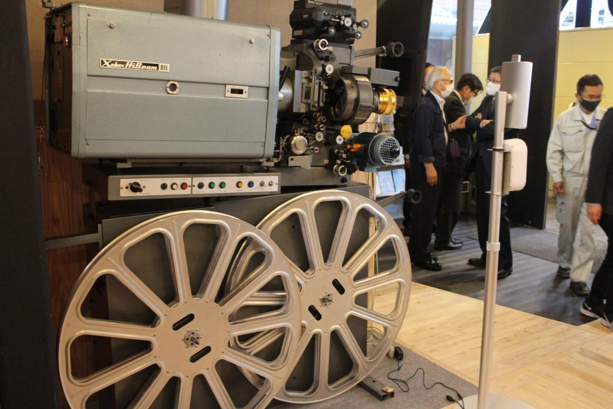 宮崎キネマ館を20年間支えた35ミリフィルム映写機
