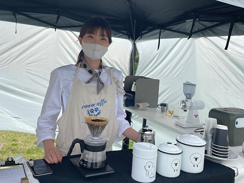 「oneone coffee」店主の小山真菜さん