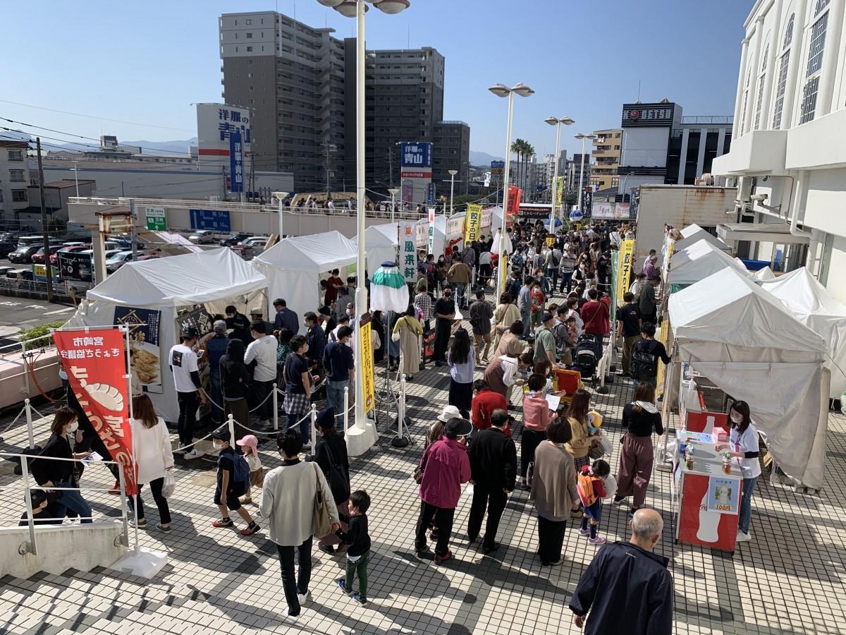 昨年、宮交シティで開催された「餃子フェス」の風景