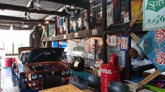 宮崎・高岡の「喫茶ハードトップ」が1周年 旧車や昭和時代のグッズ揃える
