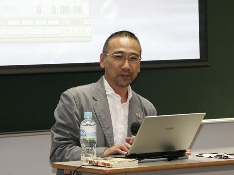 仕事や生き方ついて自らの考えを話すビズメディア会長の堀淵清治さん