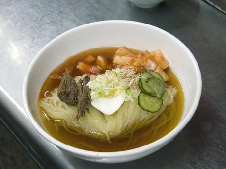 写真は盛岡冷麺の元祖「食道園」の冷麺