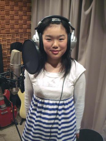 歌い手としてレコーディングに参加した盛岡市月ヶ丘小学校6年生の大野真依さん