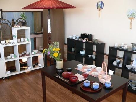 岩手県内の大学生が企画したチャレンジショップの店内。メーンは工芸品