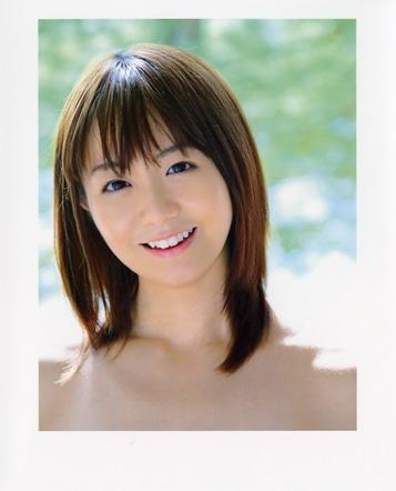 写真集「福田萌」の表紙(本のタイトルは帯に掲載)