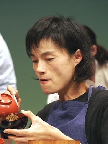 2年連続で優勝した菅原初代さん。10分間で383杯を食べきった