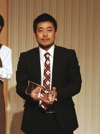 イノベーション部門でグランプリを受賞したヘイプの岡本社長