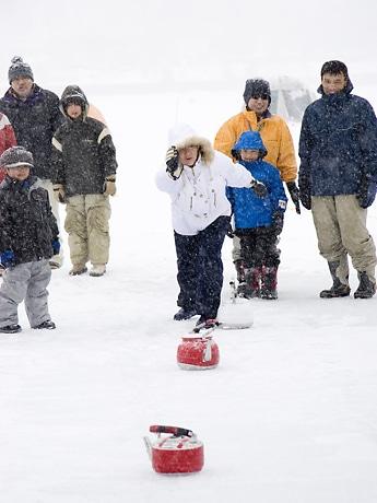 凍ったやかんは意外に滑る