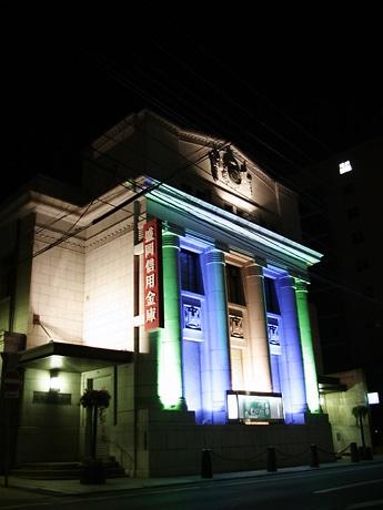 盛岡信用金庫・本店のライトアップ。季節ごとに配色を変えていくという